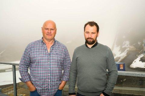 PÅ INNTEKTSTOPPEN: Albert Kr. Hæhre (t.v.) og sønnen Lars Hæhre tjente mest av alle i Modum i skatteåret 2017.