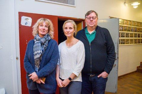 MÅ SEES PÅ NYTT: Helene Hartz (f.v.), Lisbeth Viljugrein og Erik Hørluck Berg håper politikerne ser på rådmannens budsjettforslag på nytt, og finner mer midler til undervisningsetaten.