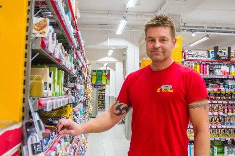 VIL ROE NED: Butikksjef Espen Lund håper årets julepriskrig ikke tar helt av, men poengterer at det er viktig å henge på det andre gjør.