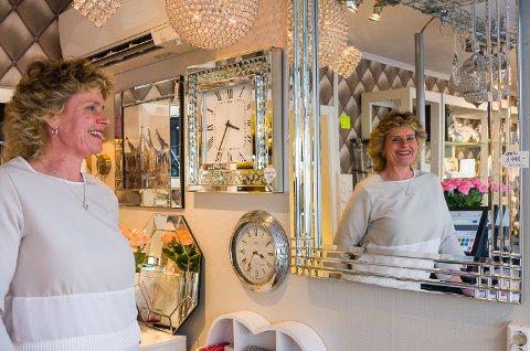 STENGER: Gro Anette Romkes stenger butikken i Vikersund og flytter til Krokstadelva.