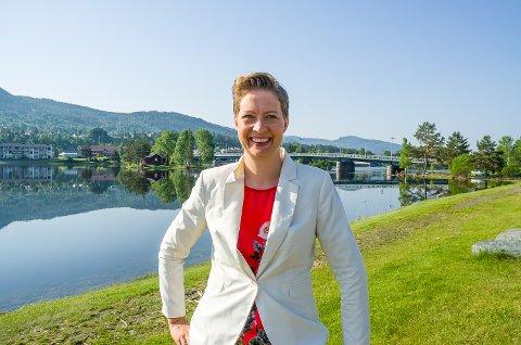 NYE PLANER: Hilde S. Grønhovd presenterer nye planer for organiseringen av regionrådet til politikerne i et møte fredag.