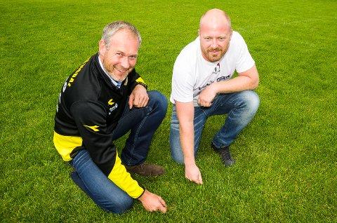 TO KLUBBER BLIR ÉN: Hans Ole Wærsted (t.v.) og Christian Haugen gleder seg til å få fotballen til å blomstre i Sigdal. Nå blir Nedre Sigdal IF og Sigdal FK samlet i én klubb.