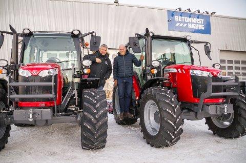 PASSE STORE: Masey Ferguson 4709 er ingen gigantisk traktor, men passer perfekt for jobben på Svalbard.