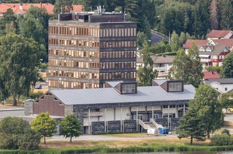 20 ÅR EKSTRA: Er det mulig å få 20 år ekstra ut av det aldrende rådhuset i Vikersund? Rådmannen mener i sin saksutredning til formannskapet at det kan bli en nødvendighet på grunn av trangt økonomisk handlingsrom.