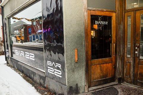 UTELIV: Eierne ved Bar 22 sliter med å trekke folk til utestedet, og ønsker derfor råd fra lokalbefolkningen om hva de ønsker seg.
