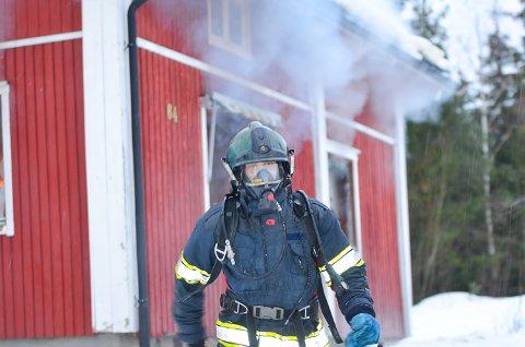 TØFFE TESTER: De som har søkt brannkonstabeljobb i Modum må igjennom tøffe fysiske og psykiske tester for å få jobbe som deltidsbrannmann i Modum Brannvesen.