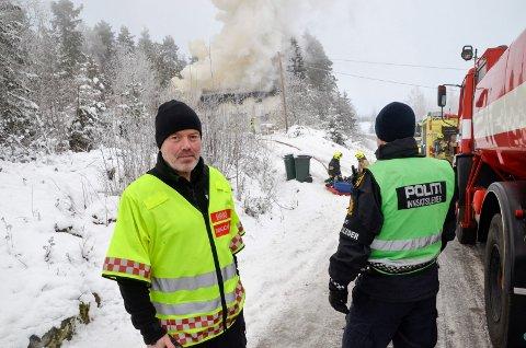 INNSATSLEDER: Svein Erik Thon, Modum Brannvesen, var innsatsleder under mandagens brannutrykning på Drolsum.