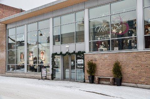LEDIGE LOKALER: 700 kvadratmeter i «Kiwi-bygget» i Vikersund, blir fra 1. januar uten leietakere. Det etter at både bokhandelen og treningsenteret legges ned.