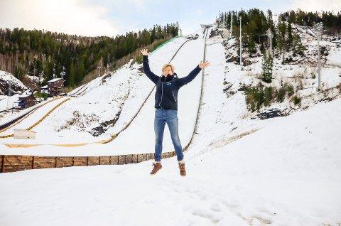 JUBLER: Generalsekretær Tone Kjemperud Kristiansen jubler over tanken om å få kvinnene med til VM i skiflyging i 2022.