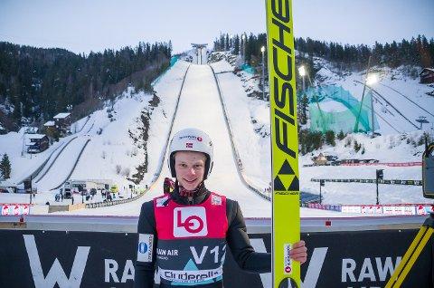 FAMILIES BESTE: Anders Sandberg Håre tråkket til og fløy forbi pappas tidligere rekord allerede i sitt første skiflygingshopp torsdag.