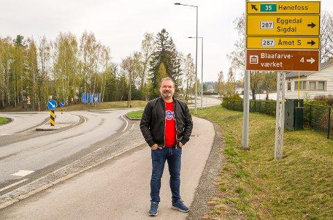 BEDRE SKILTING: Runar Wam etterlyser bedre skilting om de mange servicetilbudene som finnes i Åmot.