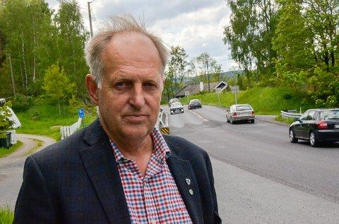 IKKE PRIORITERT: – Selv om fylkeskommunen ikke prioriterer ny Rv. 35 i kommende Nasjonal Transportplan, har jeg likevel tro på av vi skal få på plass gang- og sykkelvei fra Langerudbakken til Skotselv, sier  Olav Skinnes.