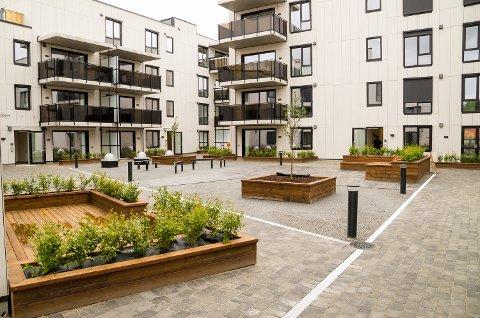 KLART FOR BRUK: Med unntak av noe kunstgress er atriumet i Fjordbyen klart for bruk, og leilighetskjøpere har allerede begynt å flytte inn.