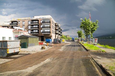 MOT GJENÅPNING: Snart kan du igjen kjøre rett fram ved Spar i Vikersund, i det Strandpromenaden går mot gjenåpning i løpet av kommende uke.