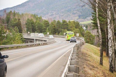 Rolf-Helge Grønås i Statens vegvesen ønsker å finne løsninger for at riksvei 35 ikke skal hindre næringsutviklingen i Modum.
