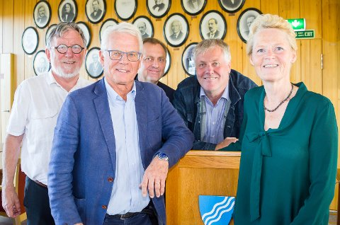 NY POSISJON: Sunni G. Aamodt (Sp) blir ordfører i Modum. Her sammen med Ole Johan Sandvand (KrF), Ole Martin Kristiansen (V), Jon Hovland (H) og Bjørn Erik Sørli (FrP)