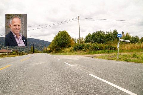 NYTT KRYSS? Olav Skinnes spiller inn en mulig rundkjøring på Fv. 280, Krøderveien, som en mulig løsning for å kunne åpne næringsområdene ved Vikersund Nord og potensielt skape en ny avkjøring til Modum Bad. En slik rundkjøring kan ende i området ved krysset mellom Krøderveien og Svenskerudveien.