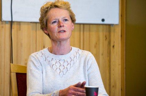 BRUK MUNNBIND: Sunni Grøndahl Aamodt ber kollektiv-pendlerne om å bruke munnbind.