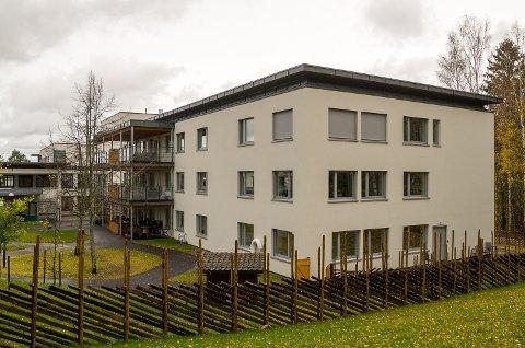 KORONA: Lørdag ble det klart at én ansatt og to beboere på avdeling B4 på Modumheimen har fått påvist koronasmitte. Avdelingen ligger i den nyoppussede delen av det gamle sykehjemmet.