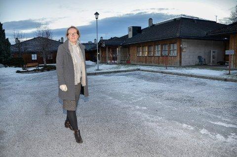 FORTSATT TIL KONGSBERG: Kommunaldirektør Kari Hesselberg sier at innbyggerne i Kongsberg fortsatt skal reise til Kongsberg for å ta koronatest, men at flere enn tidligere vil kunne testes hjemme, for eksempel hvis de har alvorlige symptomer.