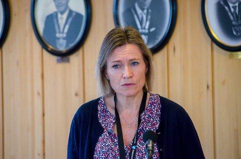 KOMMUNEOVERLEGE: Beate Smetbak har travle dager – særlig etter helgens smitteutbrudd ved Nordre Modum ungdomsskole.