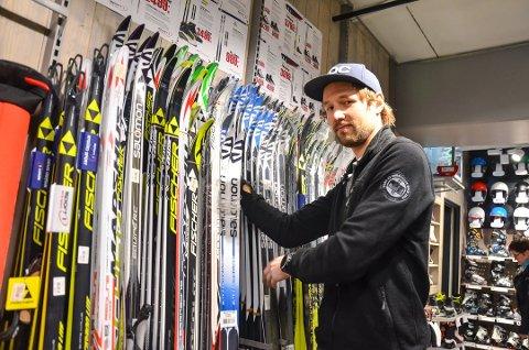 TIMEBESTILLING: Magnus Bergan tilbyr å åpne butikken på timebestilling etter åpningstid, for kunder som ikke ønsker å oppsøke Nygård sport når det er andre der.