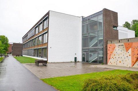 SATT I KARANTENE: 80 elever på 10. trinn på Søndre Modum ungdomsskole er satt i karantene etter at en medelev er smittet av korona.