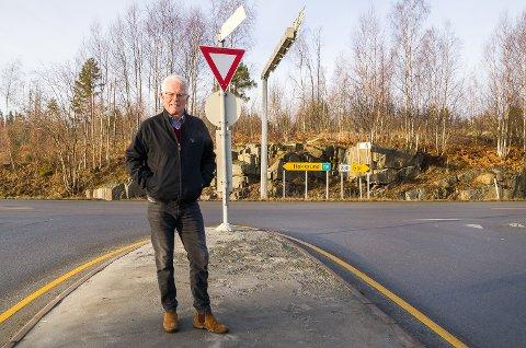 VIL HA RUNDKJØRING: Ole Johan Sandvand gir ny gass og går til kamp for å få rundkjøring i VIkersund nord-krysset på Rv. 350.