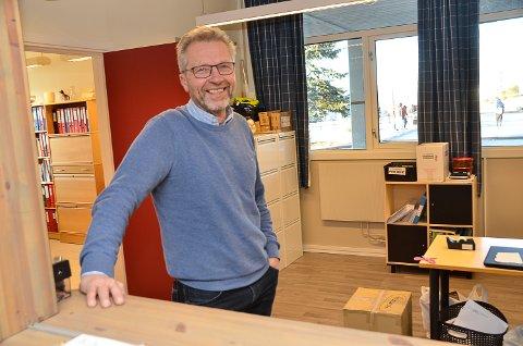 VIL SAVNE UNGDOMMENE: – Som pensjonist fra neste høst, kommer jeg til å savne den nære kontakten jeg har hatt med de flotte unge i bygda og alle mine gode kolleger ved skolen, sier Odd Henning Bentsen.