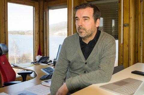 GODT FORBEREDT: Undervisningssjef Per Kvaale Caspersen har brukt nær sagt hele torsdagen på å planlegge stenging av skoler og barnehager i Modum.