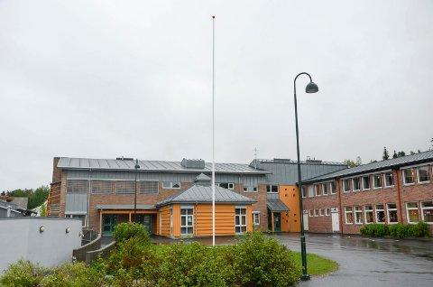ANNERLEDES SKOLE: Kun 21 elever var på skolene i Modum mandag. Her er Enger skole brukt som illustrasjon.