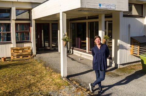 TRAVLE DAGER: Virksomhetsleder Aase Kristin Andreassen ved Modum kommunes hjemmebaserte tjenester forteller om ekstra hektiske og utfordrende dager på grunn av koronakrisen.