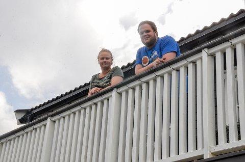 I KORONA-KARANTENE: – Etter 13 dager i karantene har vi heldigvis ingen symptomer på korana-smitte, sier Eilen Juvet og Amund Lund Reistad.