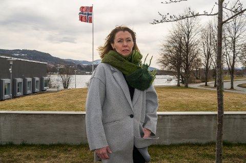DAGPENGER: – De som nå er korona-permittert og søker forskudd på dagpengene innen 3. april, vil kunne få pengene inn på konto i neste uke, sier NAV-leder i Modum, Hilde Lysgård Knutsen.