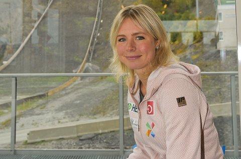 MÅ VENTE: Det blir ikke skiflyging på Maren Lundby og de andre kvinnehopperne under Raw Air neste år.