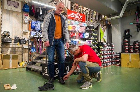 PÅ SKOJAKT: Tidligere ordfører Ståle Versland måtte innom Jens Erik Nygård og Sport 1 Nygård sport i Åmot i jakt på nye sykkelsko. Han er slett ikke alene.