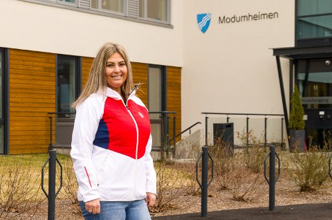 NYTT ARBEIDSSTED: Lise Helen Hansen Jahr har nesten hele sitt voksne liv jobbet med barn, de siste årene i småbarnsavdeling. Nå er det samfunnets eldste som gjelder med omplassering til Modumheimen som følge av koronakrisen.