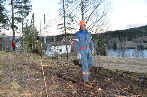 HINDRET SKOGBRANN: – I vindværet fryktet vi at brannen skulle spre seg til nærliggende skog før brannvesenet kom fram, sier Jan-Ove Indresæter.