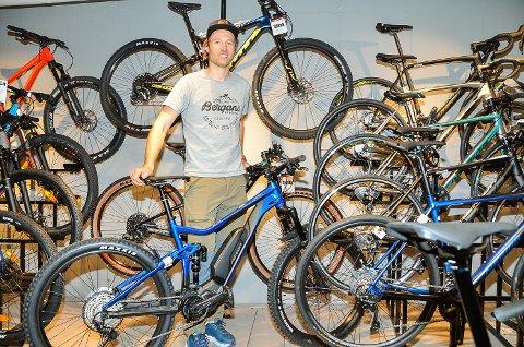REKORDSALG: – Sykkelomsetningen har så langt i år økt kraftig i forhold til tidligere år, sier en fornøyd Magnus Bergan.