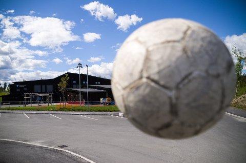 FOTBALL: Intensjonsavtalen om å etablere fotballbane og klubbhus på Skredsvikmoen er vedtatt. På nyåret skal prosjektgruppa møtes og planlegge veien videre - med baner nord på Skredsvikmoen.