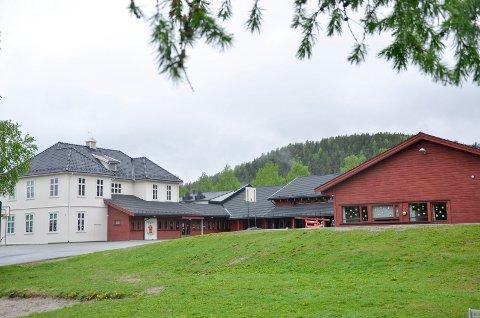 FEM AVVIK: Det er avdekket fem avvik på brannforskriften ved Buskerud skole. Fristen for å rette dem opp er 13. juli.
