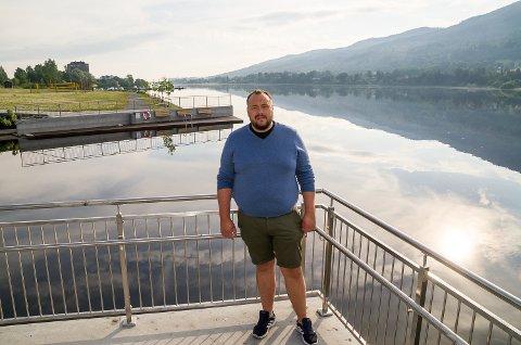 ØNSKER BADELAND: Dag Kristian Moen Hæhre ønsker seg badepark i Tyrifjorden, for å utnytte Vikersunds tilknytning til fjorden i enda større grad enn Pollen allerede har bidratt til.