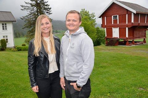 HJEMME IGJEN: Etter å ha vært borte fra Sigdal i ti år, har  Torbjørn Leer (29) og Martine Enderud (27), kjøpt seg gård i Nedre Eggedal.