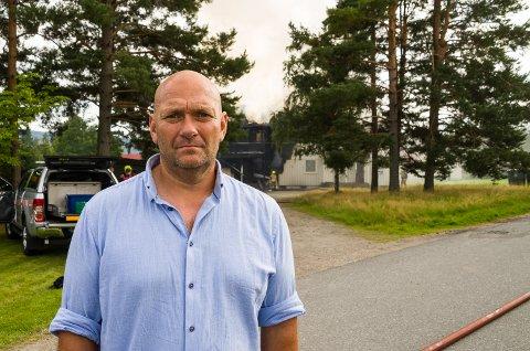 SKAL SKAFFE BOLIG: Ole Bjørn Haug i Modum Boligeiendom forteller at kapasiteten på kommunale boliger er god, og at de 18 som mistet hjemmene sine torsdag skal få nye husrom.