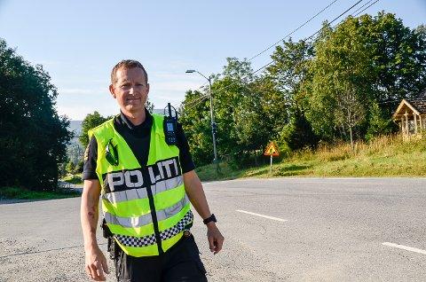 UP: – Dagens kontroll viser at de aller fleste kjører lovlig i Heggenveien, ihvertfall gjorde de det i dag, sier Steffen Vala i UP