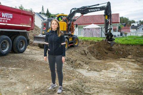 GLEDER SEG: Kommunegartner Ida Wigdel ser fram til å ta i bruk street workout-parken som bygges i Åmot.