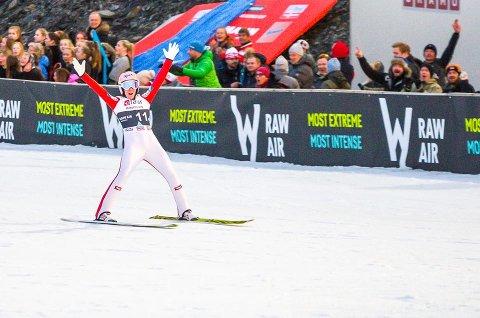 JUBLER: Stephan Kraft svevde ned til 253,5 meter i Vikersundbakken.