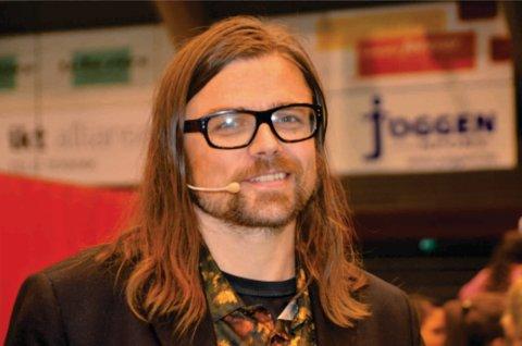 – Jeg valgte selv psykologi i håp om at jeg skulle få ham som lærer, skriver Drammens Tidendes journalist Maria Constance Enger Amdal.