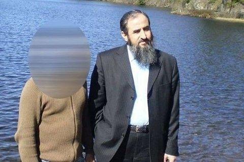 Mannen som til venstre på bildet fikk innvilget norsk statsborgerskap i 2018, etter at det var tatt ut tiltale mot ham i Italia, for terrorplanlegging. Mandag ble han dømt til syv og et halvt års fengsel, i samme sak som Krekar.