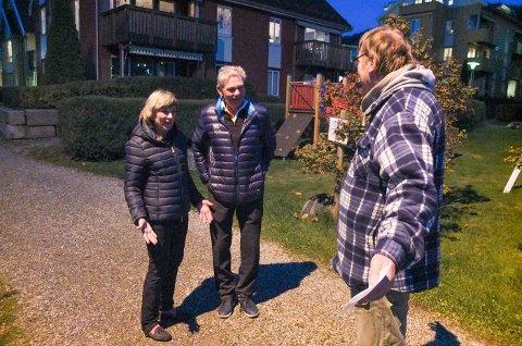 FØRSTE MØTE: - Det er godt å se deg, sier Inger Marie Høgstad da møtes ved båtplassen Arne Sanders falt i vannet for to uker siden. Denne lørdagen har han på seg samme antrekk som sist.